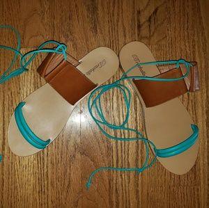 Breckelles lace up sandals 9 EUC